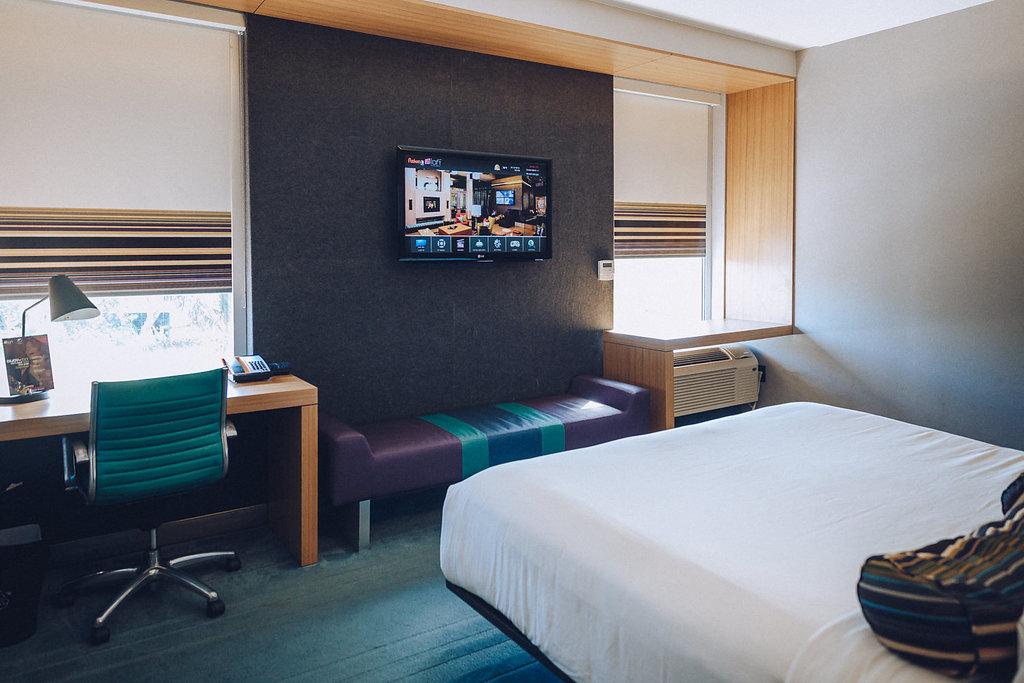 Aloft Miami Doral bedroom