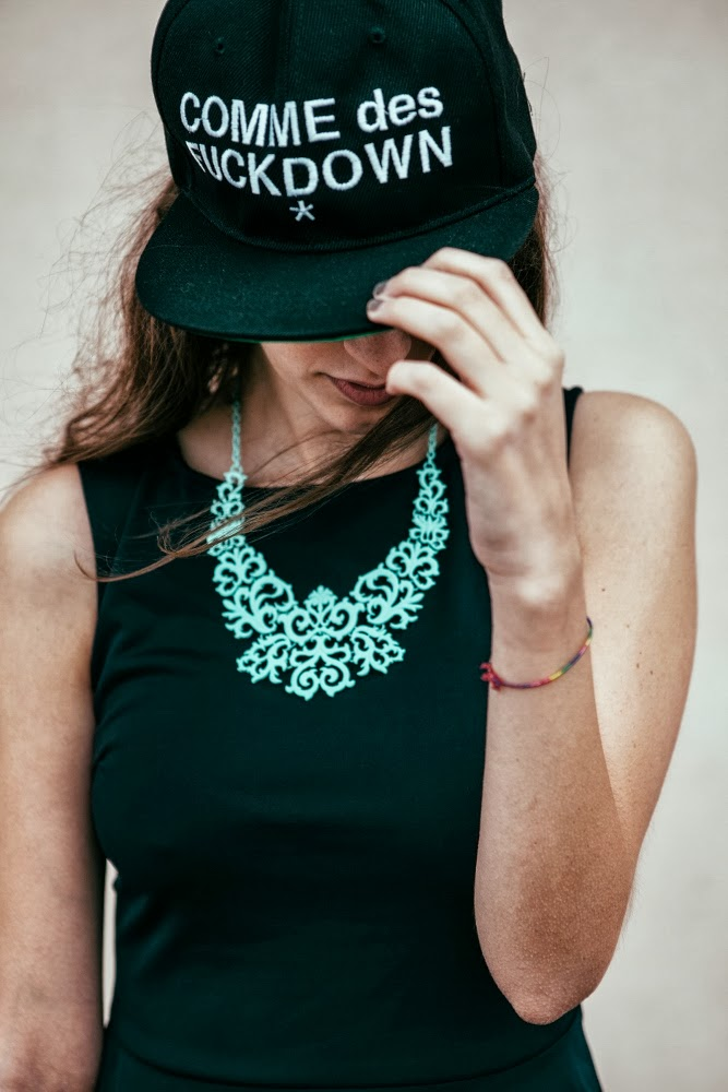 Tatiana Biggi - Tati loves pearls - outfit - Simone Primo photography - lbd - black - comme des fuckdown