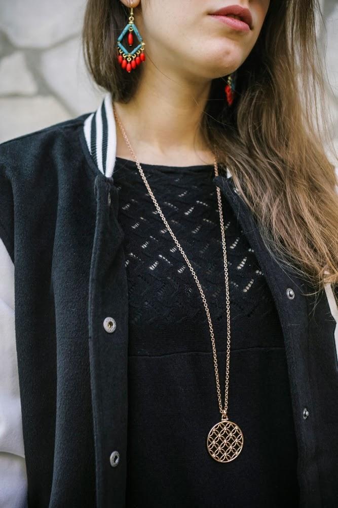 Tatiana Biggi - Tati loves pearls - fashion blogger Genova - outfit black red - lbd - varsity jacket