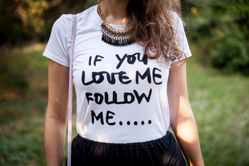 Tatiana Biggi - Tati loves pearls - fashion blogger Genova - inspirations outfit - gonna midi nera - tshirt bianca - outfit da giorno