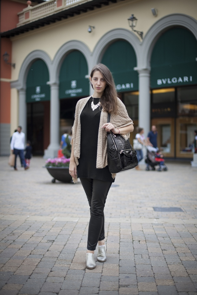 Tatiana Biggi - Tati loves pearls - fashion blogger genova - outfit ecopelle - pantaloni pelle - total black - Serravalle Outlet eventi