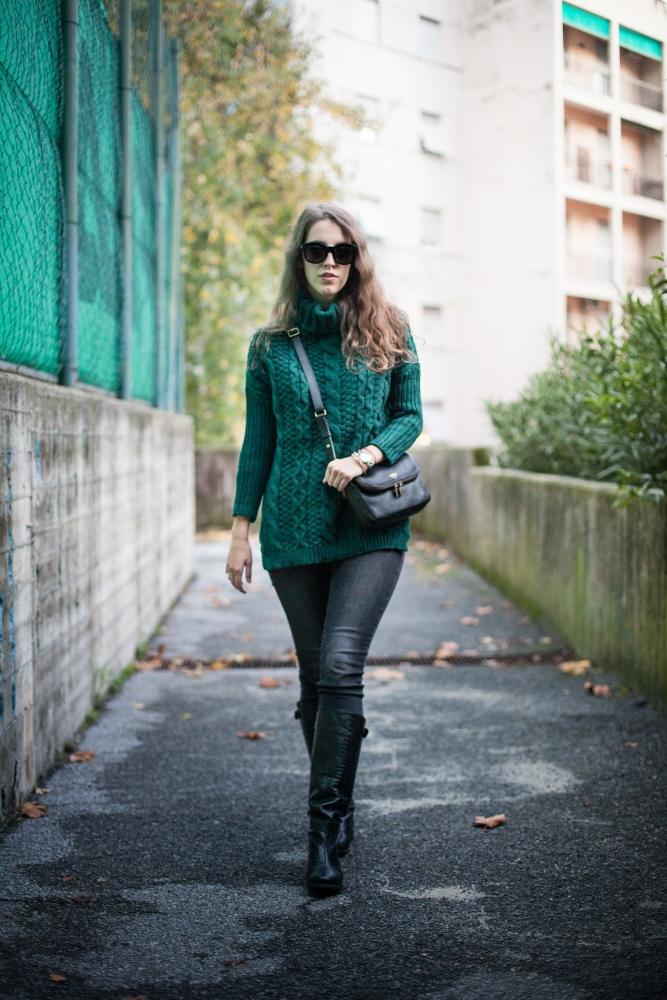 Tatiana Biggi - Tati loves pearls - outfit autunno - everyday look - maglione verde - cozy look