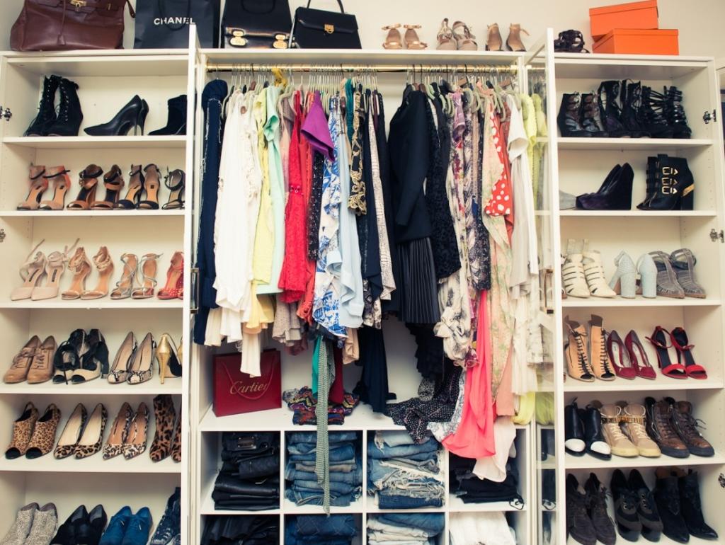Come Piegare I Vestiti : Vestiti come conservare e piegare i