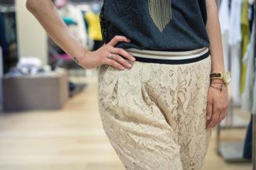 | Shopping durante i saldi | Pajama pants in pizzo di Pianura Studio