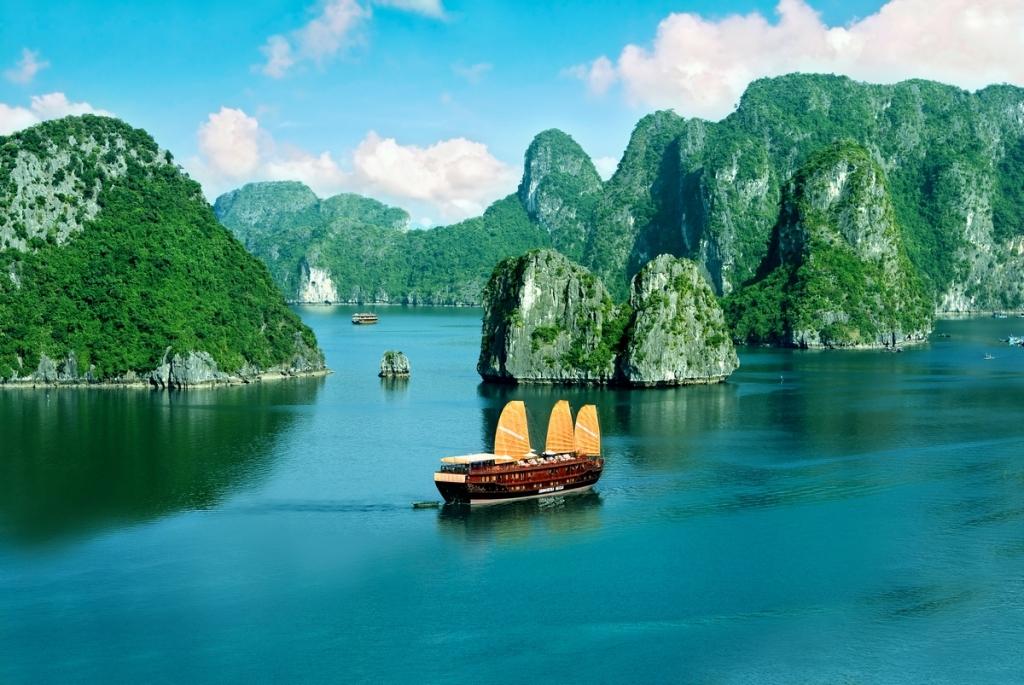 posti da vedere nel mondo - Pic du Midi - travel - travel inspirations - Tatiana Biggi - Baia Halong