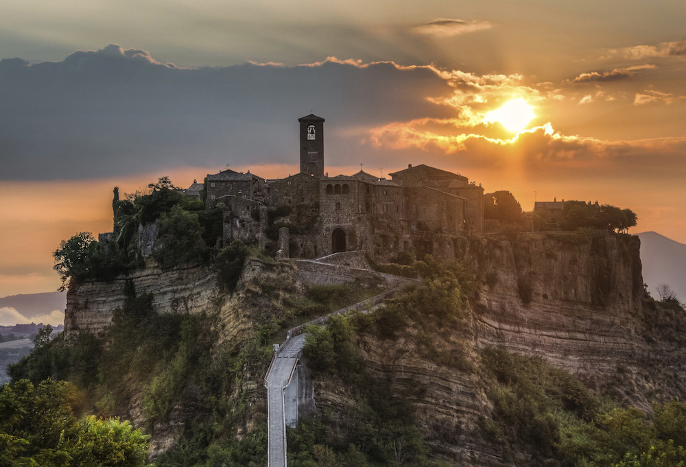 POSTI DA VEDERE IN ITALIA - VIAGGIARE IN ITALIA - ITALIA TRAVEL EXPERIENCE - CIVITA DI BAGNOREGIO