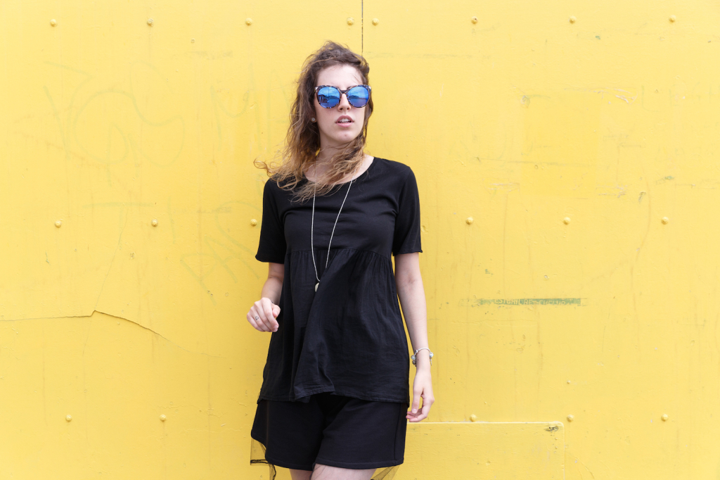 Coca Cola shoes - outfit estate - Summer mood -  Tatiana Biggi - blogger - outfit total black in estate