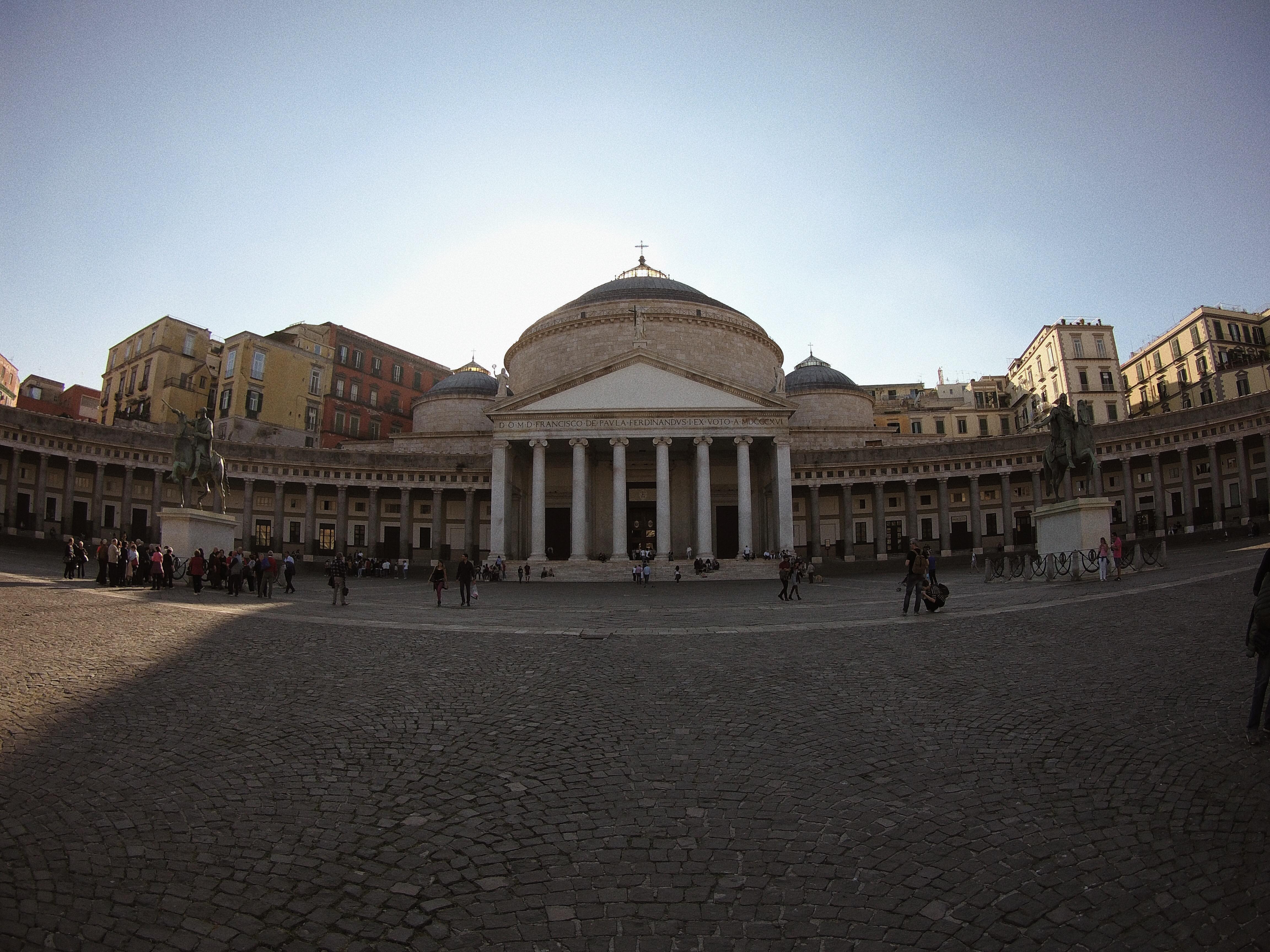 Piazza del plebiscito, Napoli - weekend a Napoli